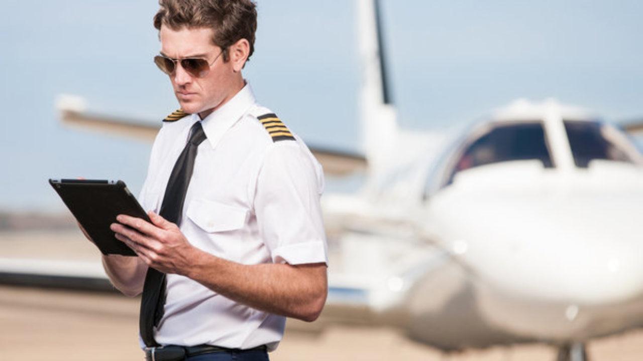 man-pilot-602659-1280x720